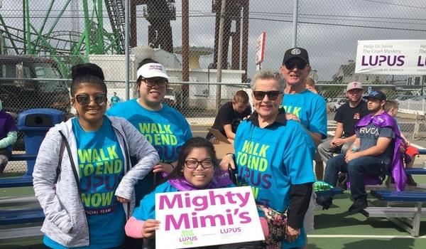 Mimi & Family T-Shirt Photo