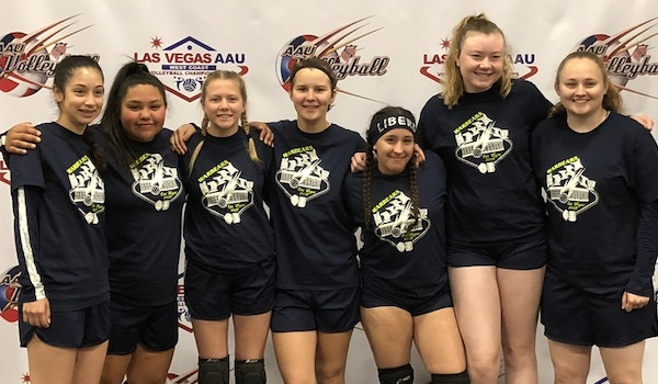 Wsw Vc   2018 West Coast Super Regional Volleyball Tournament  T-Shirt Photo