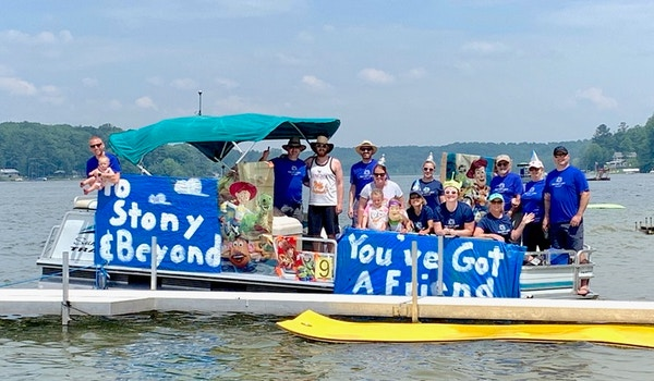 Tag Det Latt Boat Parade T-Shirt Photo