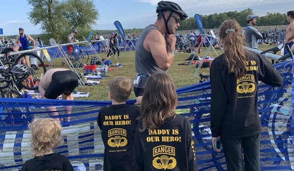 Cheering Daddy On! T-Shirt Photo