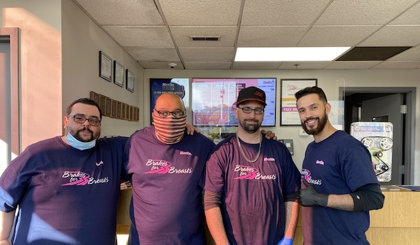 Shop Team Supporting Brakes For Breast T-Shirt Photo